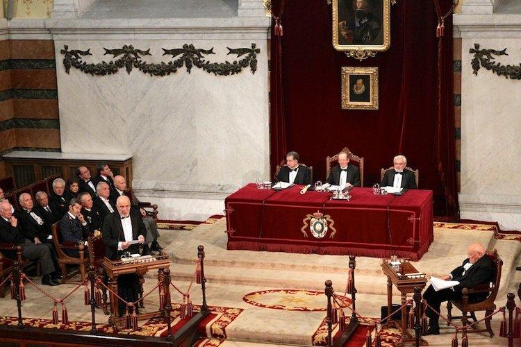 Juan Gil tomó posesión el 30 de octubre de 2011 con el discurso titulado «El burlador y sus estragos»