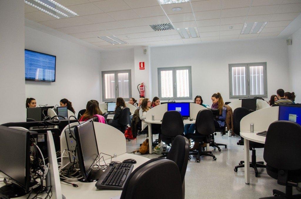 Una de las nueve aulas TIC que tiene el CRAI