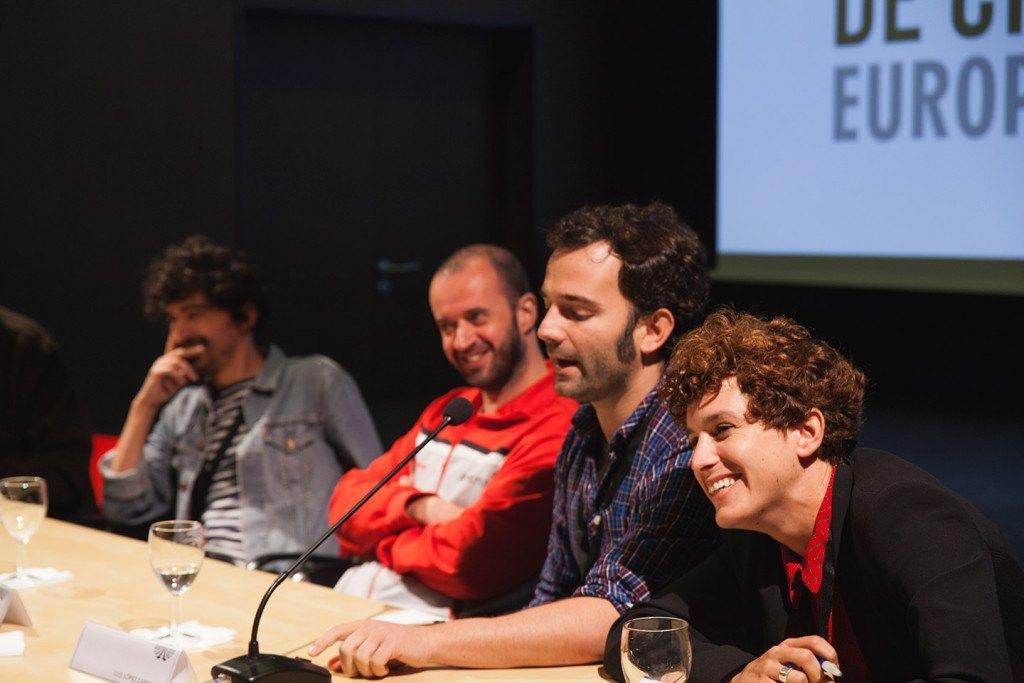 En primer plano, los jóvenes cineastas María Pérez y Fernando Franco, que participaron en el seminario «Otras Narrativas de Resistencia»