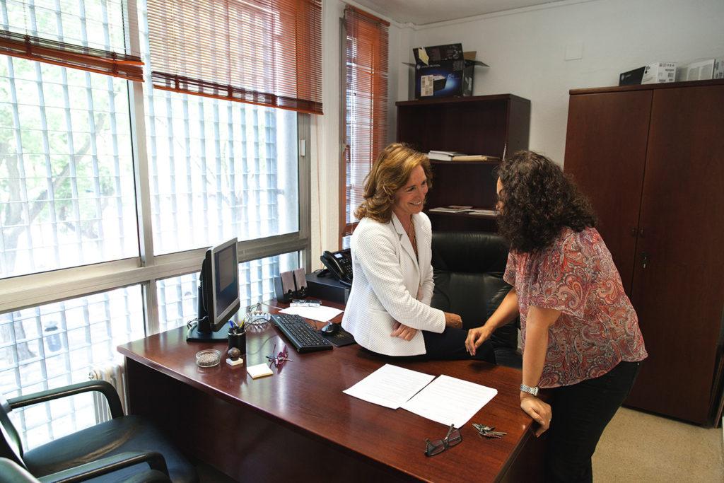 Carmen Núñez, en su despacho del decanato de la facultad