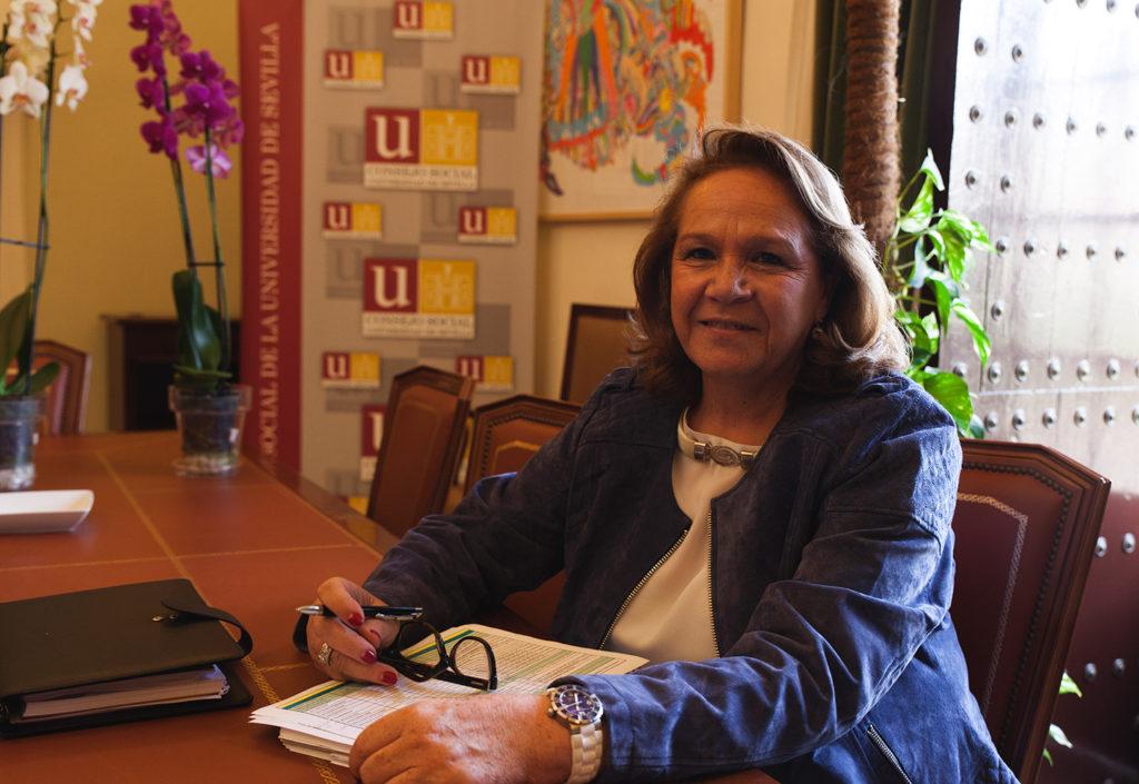 En 2007 propició la creación de una Cátedra de Detergencia Persán en la Facultad de Química de la Universidad de Sevilla