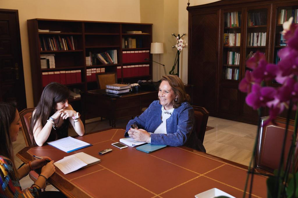 Concha Yoldi, en un momento de la entrevista que concedió a las redactoras de NexUS