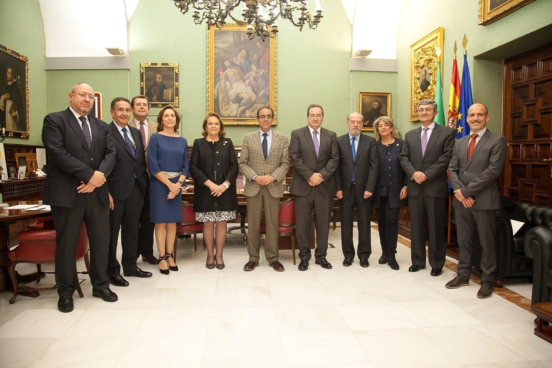 Los premiados, junto al jurado y el rector de la Universidad de Sevilla