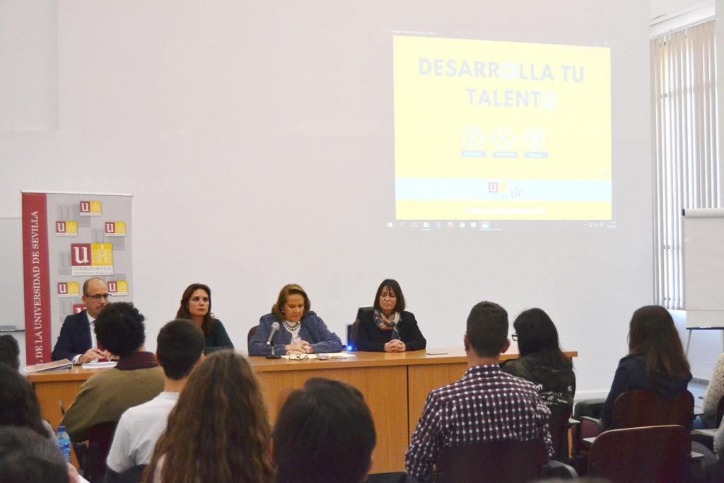 En el acto intervinieron la presidenta del Consejo Social, Concha Yoldi, junto a las vicerrectoras de Ordenación Académica y de Estudiantes y el director del programa, Jesús Jiménez