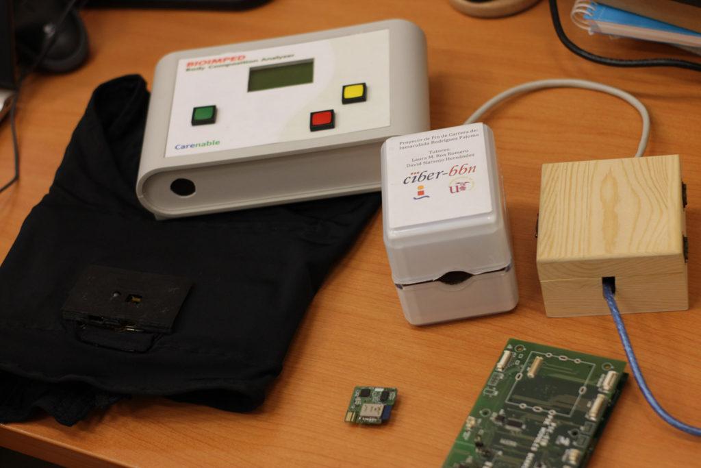 Varios dispositivos desarrollados por el Grupo de Ingeniería Biomédica de la Universidad de Sevilla
