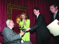 Pumar recibió el Premio CES a la Trayectoria Empresarial de Excelencia, en 2008
